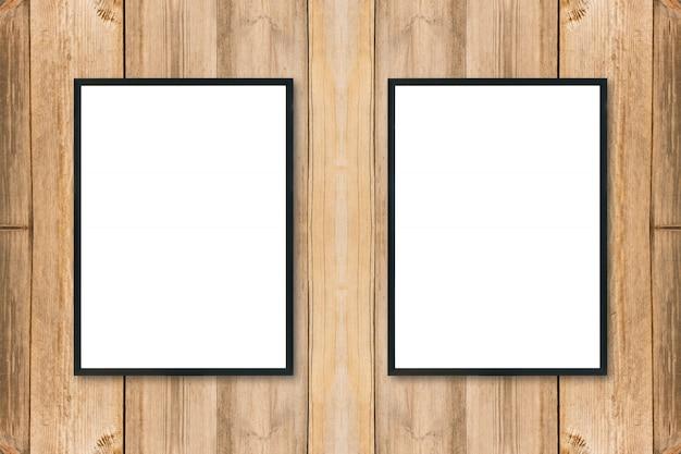 Maquette vierge cadre photo affiche sur le mur en bois