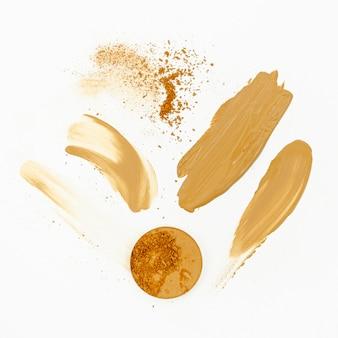 Maquillage beige sur fond blanc