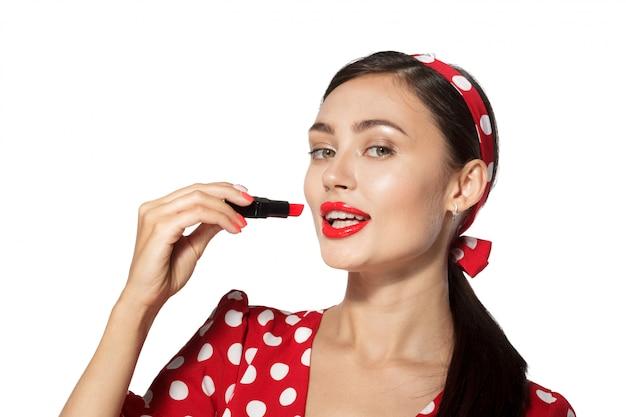 Maquillage. close up portrait headshot de jeune femme de style rétro pinup