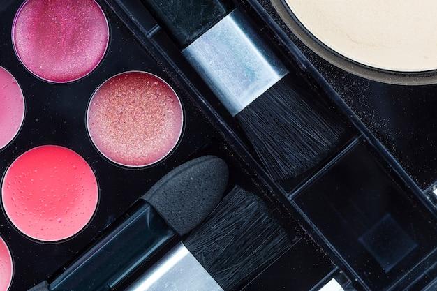 Maquillage ensemble d'ombres à paupières et blush
