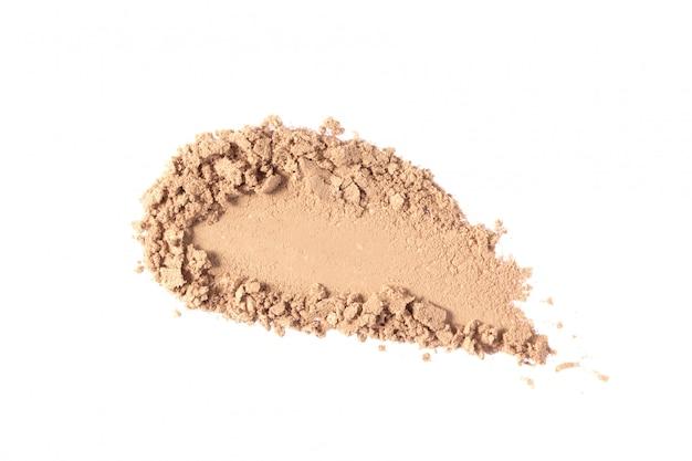 Maquillage poudre texture, frottis d'ombre à paupières beige isolé