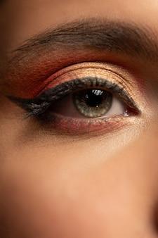 Maquillage pour les yeux beauté