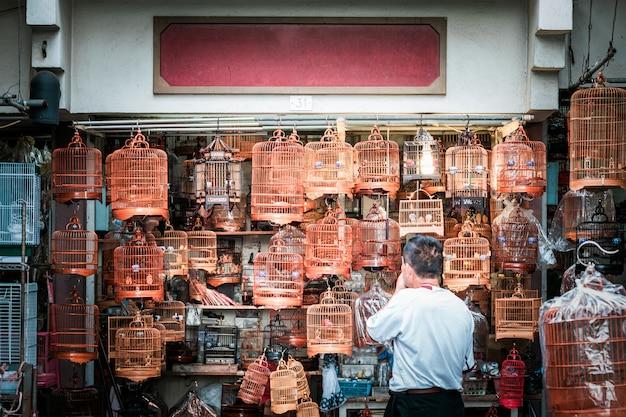 Marché aux oiseaux traditionnel à hong kong