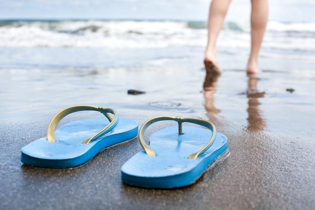 Marche femme, sur, plage