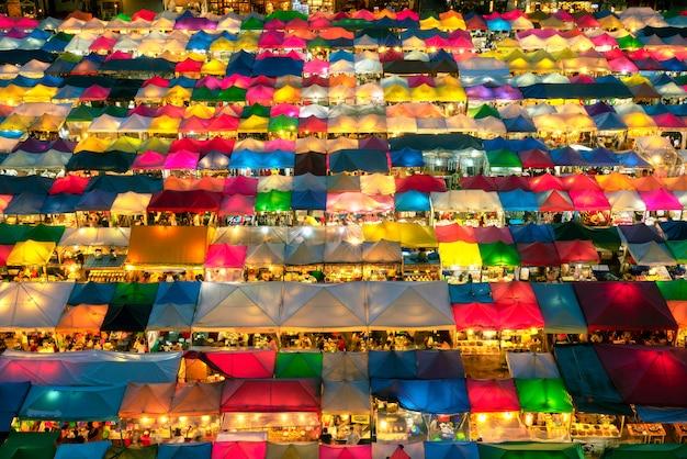 Marché nocturne de bangkok en thaïlande
