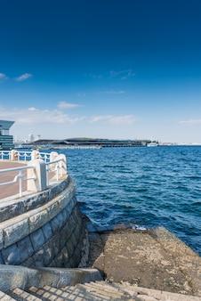 Marches en béton dans la baie de yokohama