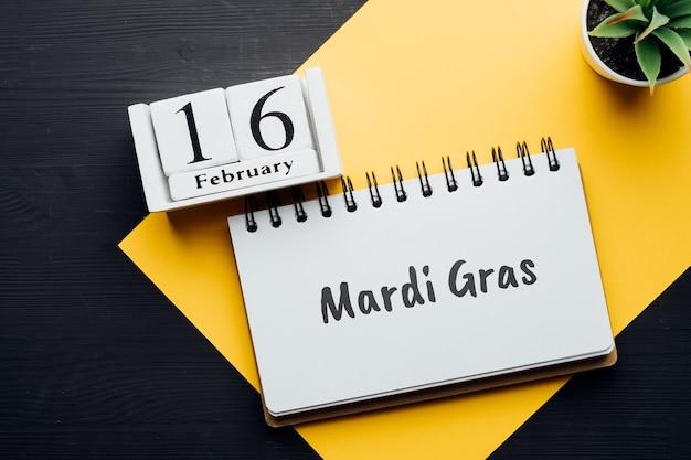 Mardi gras jour folklorique chrétien du calendrier du mois d'hiver février.