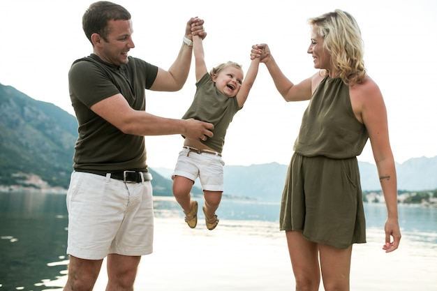 Marécage sous coucou nourrissons tendance divertissement rire