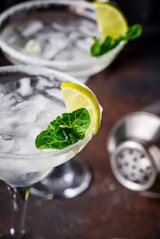 Margarita cocktail au citron vert et glace