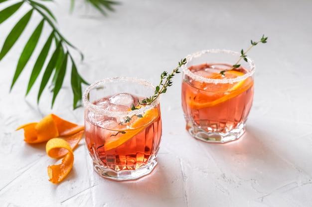 Margarita à l'orange sanguine au thym et à la glace fondante