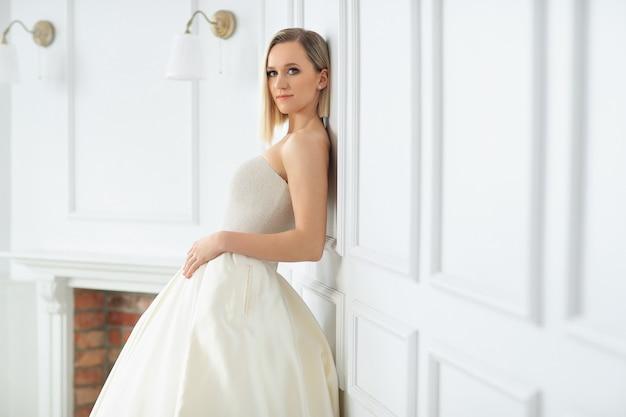 Mariage. belle mariée dans une robe de mariée