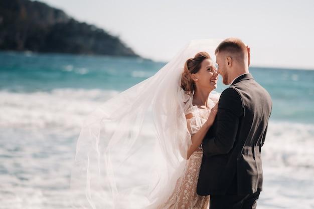 Mariage couple sur la côte d'azur.mariage en provence.mariées et mariés en france.