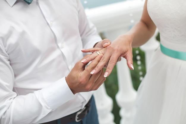 Marié, mettre anneau, sur, mariée