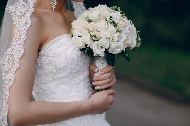 Mariée avec bouquet