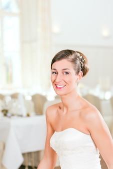 Mariée avec les cheveux en flèche