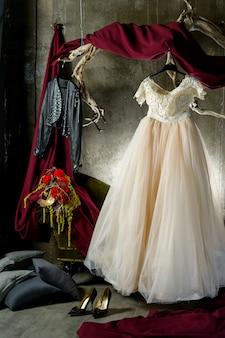 Mariée sur un cintre