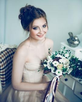 Mariée femme avec bouquet de mariage.
