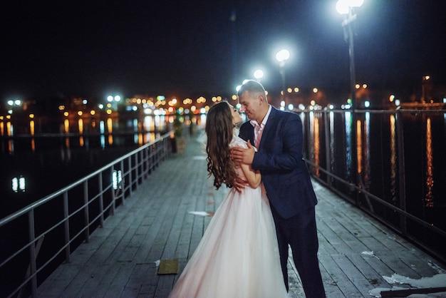 Mariée sur une jetée