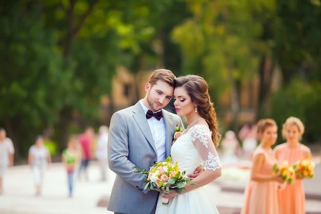 Mariée et le marié le jour de leur mariage