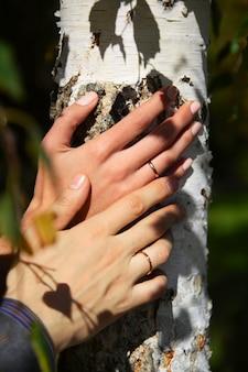 Mariée, marié, mains