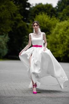 Mariée à la mode jour de mariage
