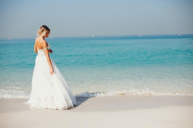 Mariée près de la mer