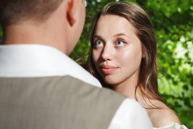 Mariée, regarder, palefrenier, amour, tendre