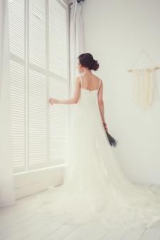 La mariée en robe de mariée