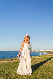 Mariée, tenue, bouquet, bois, mot, amour