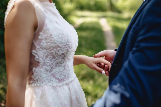 Mariées main dans la main