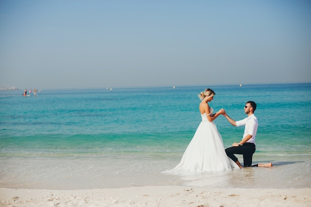 Mariées près de la mer