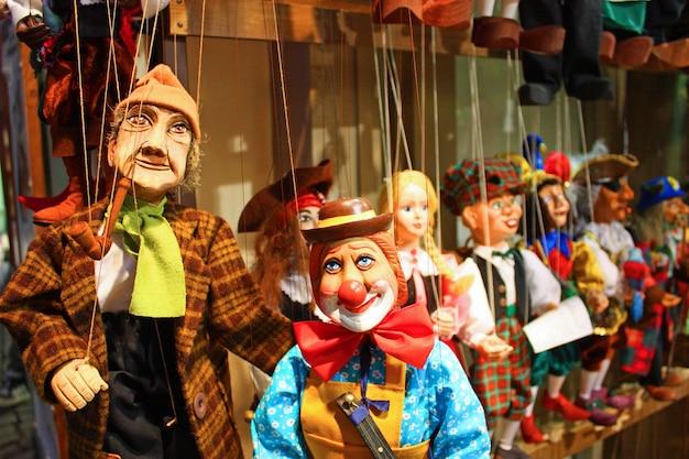 Marionnettes traditionnelles en bois. boutique à prague - république tchèque
