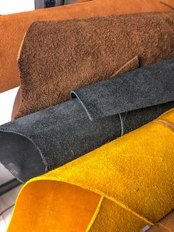 Maroquinerie. atelier de fabrication de vêtements et accessoires.