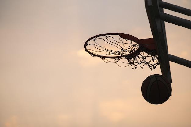 Marquer les points gagnants lors d'un match de basket
