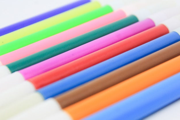 Marqueur multicolore isolé