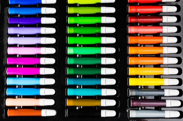 Marqueurs colorés vue de dessus