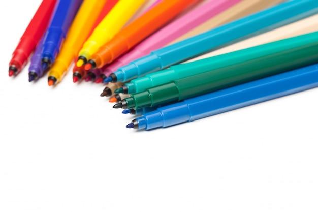 Marqueurs de couleur isolés