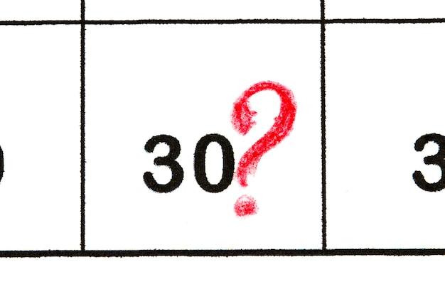 Marquez le numéro de date 30. le cinquième jour du mois est marqué d'un rouge.