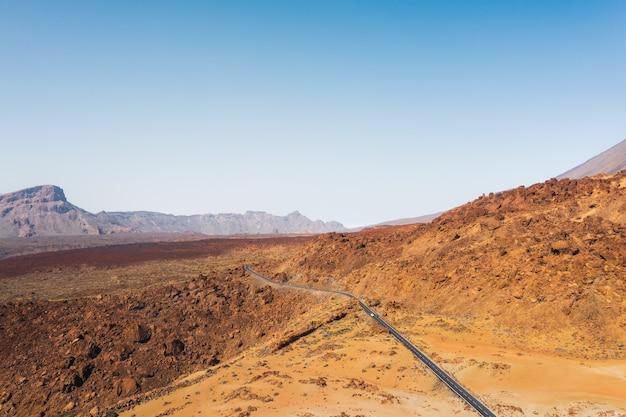 Mars le paysage désertique de la planète rouge. parc national du teide. belle vue sur le volcan teide. cratère du désert du volcan teide.mont teide à tenerife. ténérife, îles canaries