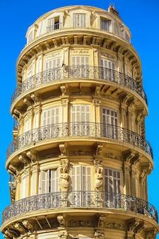 Marseille, bâtiments historiques célèbres, vue sur les paysages urbains.