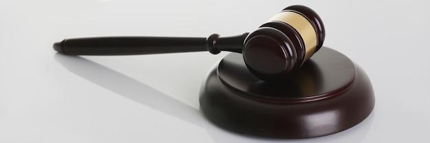 Marteau de juge avec support