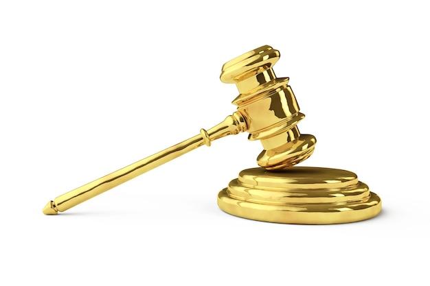 Marteau de justice d'or sur fond blanc
