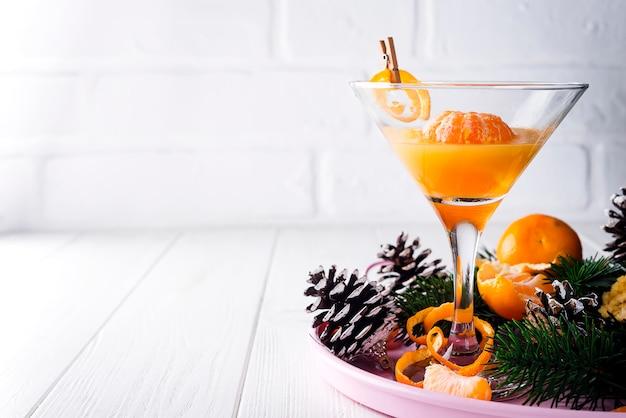 Martini mandarin dans un verre de nouvel an
