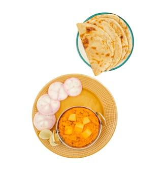Masala au beurre de fromage cuisine populaire indienne, servi avec roti tandoori