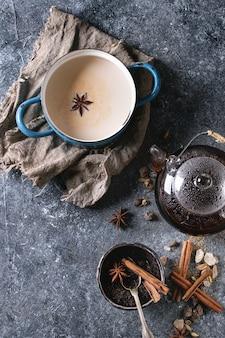 Masala chai avec ingrédients
