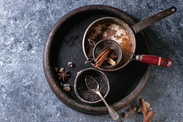 Masala chai avec des ingrédients