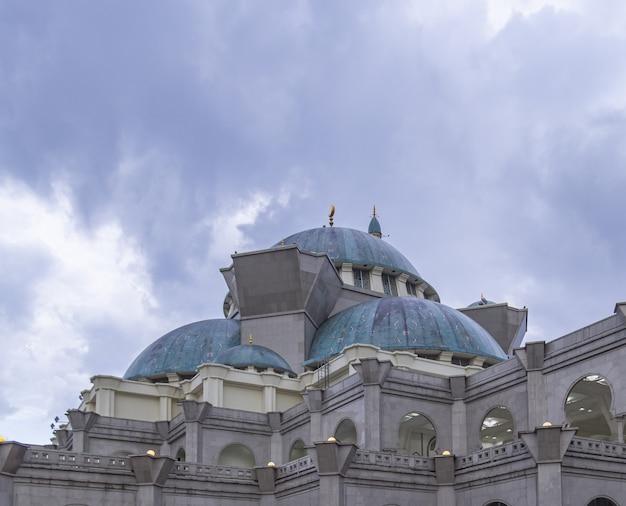 Masjid wilayah persekutuan une mosquée à kuala lumpur en malaisie