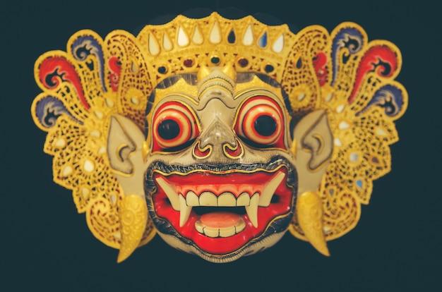 Masque de barong en bois de tegallalang à bali, indonésie