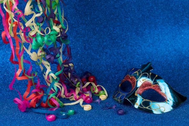 Masque de carnaval avec décoration