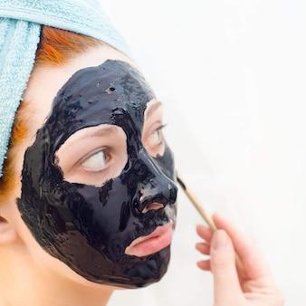 Masque cosmétique noir
